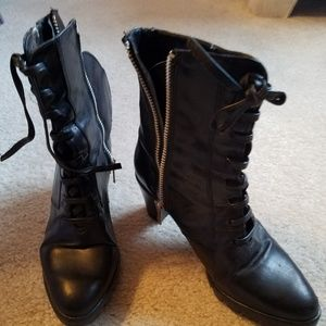Blk leather boots w/zipper